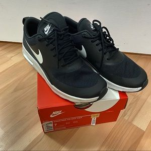 Nike Air Max Thea Black And White Sz 7